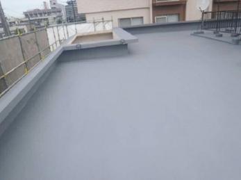 屋上や中庭などで綺麗に防水リフォームを行いました。