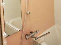 全体的に明るく清潔感のあふれる浴室へとリフォームが完了いたしました。